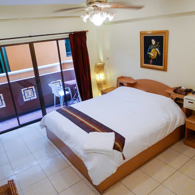 Metro Apartments Pattaya Standard Room
