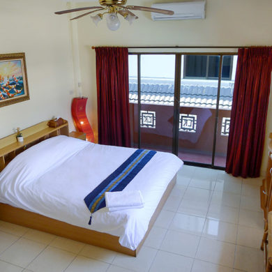 Superior Room Front | Metro Apartments Pattaya